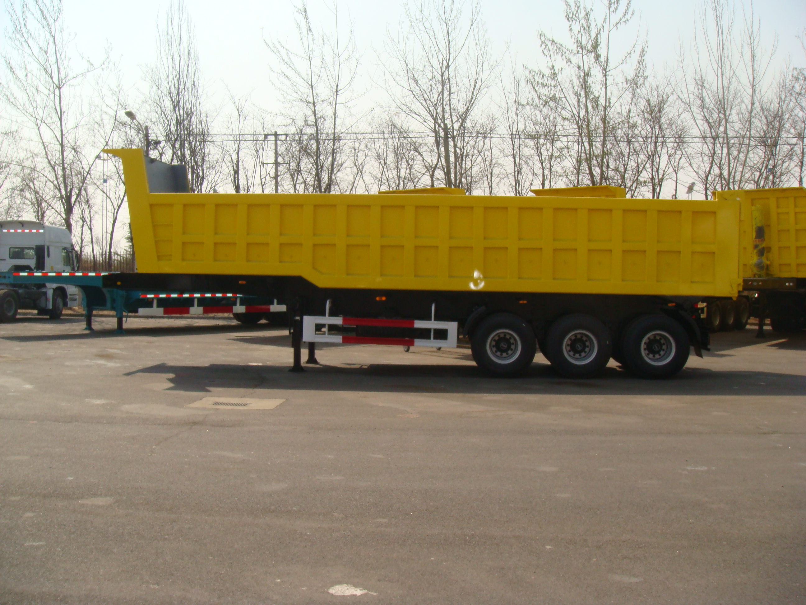 34cbm Dump Semi-trailer with 3 BPW axles and hydraulic rear Discharge system for 35 Tons